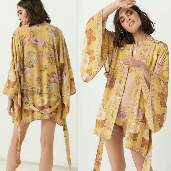 Spell & The Gypsy Collective Other - New spell wild bloom short robe kimono mustard S/M